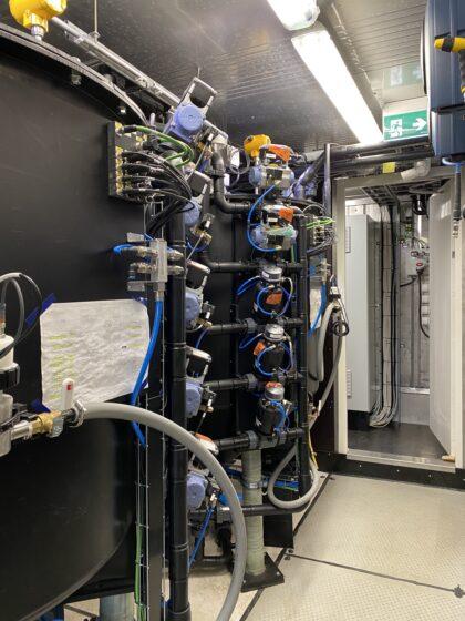 Reaktio-yksikkö Mobile EPSE -vedenkäsittelylaitteistossa.