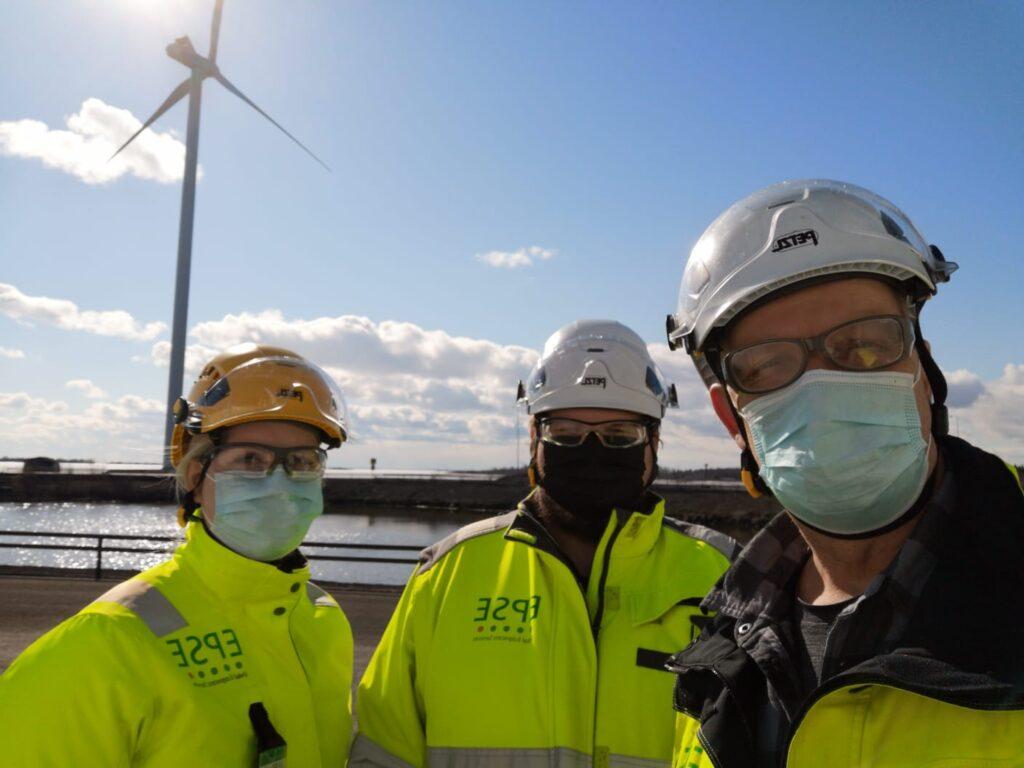 Työntekijöitä ja tuulimylly